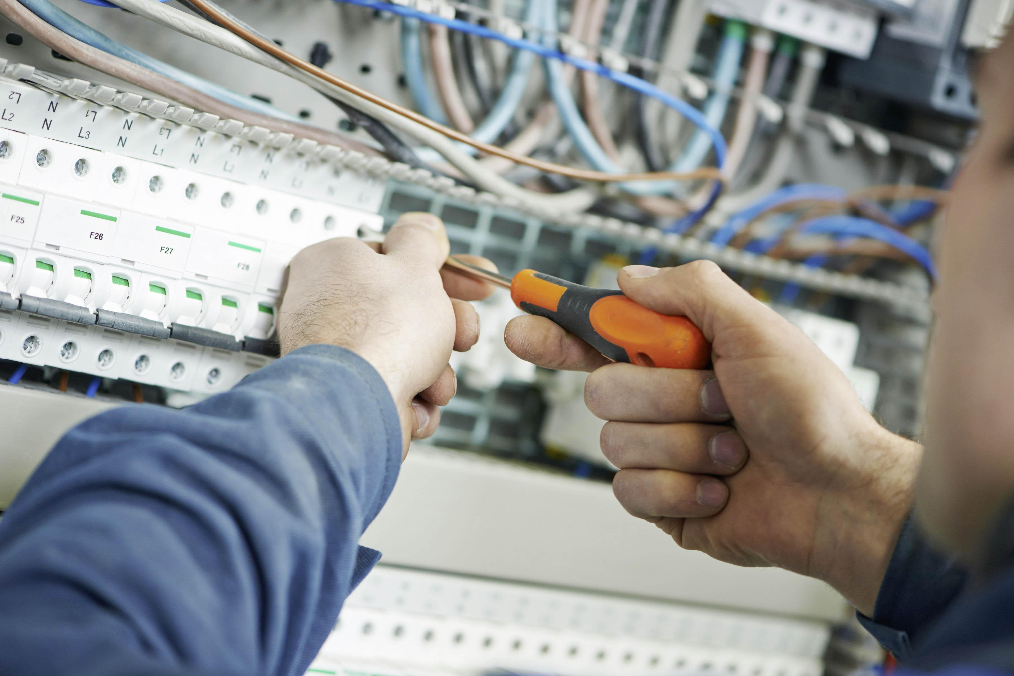 Dienstleistungen - Elektroinstallationen
